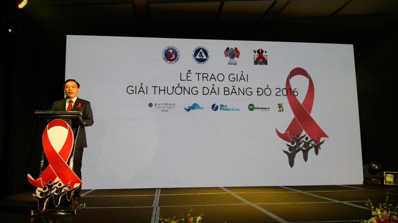 TS. Hoàng Đình Cảnh, Phó Cục trưởng Cục Phòng, chống HIV/AIDS phát biểu tại Lễ trao giải Giải băng đỏ 2016